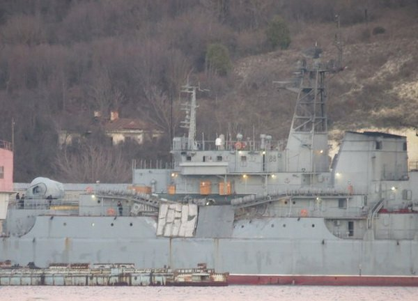 Ενέδρα θανάτου στην καρδιά του Αιγαίου: Φορτηγό πλοίο εμβόλισε ρωσικό αποβατικό στο Στενό Καρπάθου! - Εικόνα0