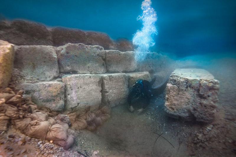 Εντυπωσιακές εικόνες από το αρχαίο λιμάνι στο Λέχαιο: Τι ανακάλυψαν οι αρχαιολόγοι - Εικόνα 1