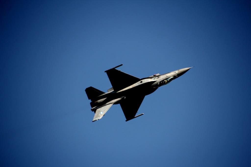 Εορτή Πολεμικής Αεροπορίας: Εντυπωσιακό θέαμα πάνω από το λιμάνι της Ζακύνθου - ΒΙΝΤΕΟ - Εικόνα2