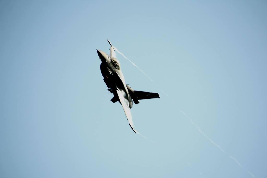 Εορτή Πολεμικής Αεροπορίας: Εντυπωσιακό θέαμα πάνω από το λιμάνι της Ζακύνθου - ΒΙΝΤΕΟ - Εικόνα3