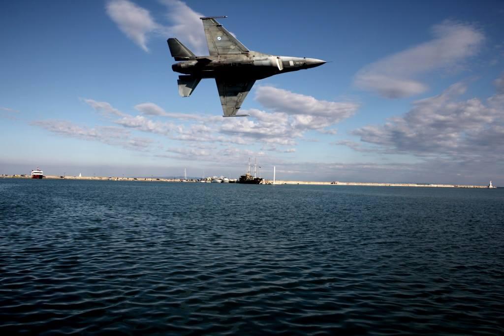 Εορτή Πολεμικής Αεροπορίας: Εντυπωσιακό θέαμα πάνω από το λιμάνι της Ζακύνθου - ΒΙΝΤΕΟ - Εικόνα4