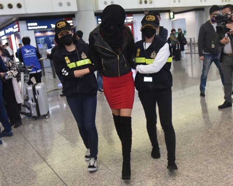 Ερανο κάνουν οι συνάδελφοι του αστυνομικού πατέρα της 19χρονης που συνελήφθη με ναρκωτικά για να πάει να την δει - Εικόνα0