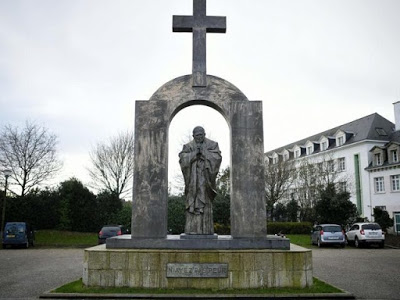 O Ερυθρός Σταυρός απαιτεί τα παραρτήματά του να αφαιρέσουν τους Σταυρούς! - Εικόνα1