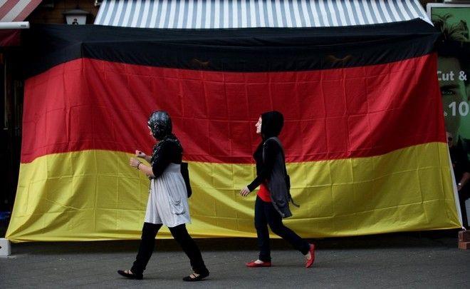Ερχεται και στην Ελλάδα: Η Γερμανική κυβέρνηση «τοποθετεί» μουσουλμάνους πρόσφυγες σε οικίες Γερμανών πολιτών! - Εικόνα0