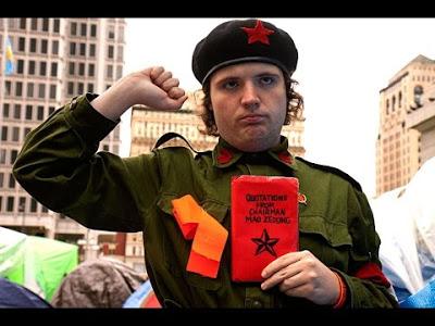 Μία φωτογραφία μας υπενθυμίζει (για μια ακόμη φορά) την νοητική θολούρα των κομμουνιστών - Εικόνα1