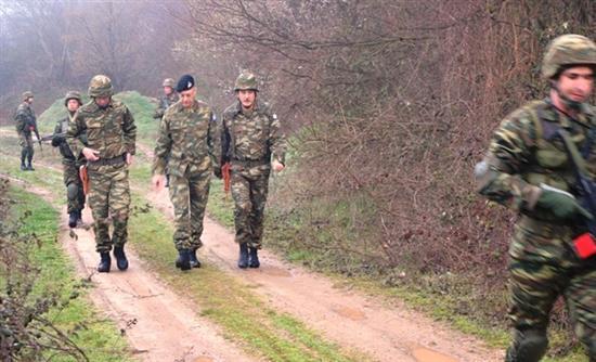 Φωτογραφίες: Ο αρχηγός του ΓΕΣ κάνει περιπολία στη συνοριακή γραμμή του Έβρου - Εικόνα 0