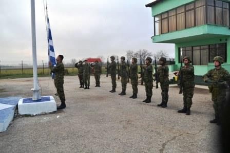 Φωτογραφίες: Ο αρχηγός του ΓΕΣ κάνει περιπολία στη συνοριακή γραμμή του Έβρου - Εικόνα 2