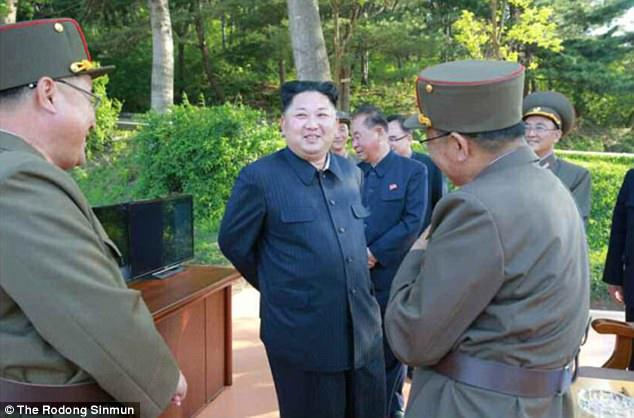 Κιμ Γιονγκ Ουν: «Θα φτιάξουμε πυραύλους για να χτυπήσουμε αμερικανικές βάσεις» (εικόνες,βίντεο) - Εικόνα4