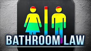 ΗΠΑ: Δήλωνε «γυναίκα», έκανε χρήση του «δικαιώματος» να μπαίνει  στις γυναικείες τουαλέτες και εκεί βίασε κοριτσάκι 10 χρονών - Εικόνα1