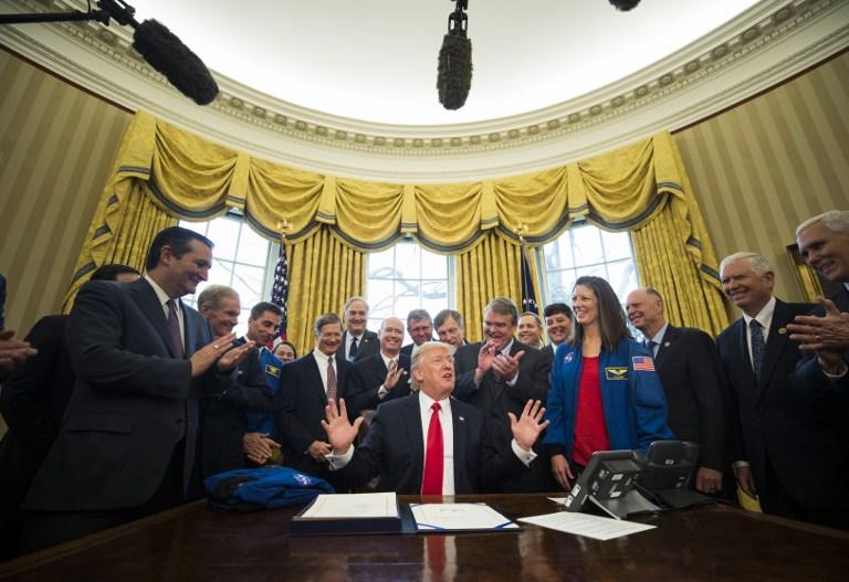 ΗΠΑ: Ο Τραμπ στέλνει άνθρωπο στον Άρη - Υπέγραψε τη χρηματοδότηση της NASA - Εικόνα 0