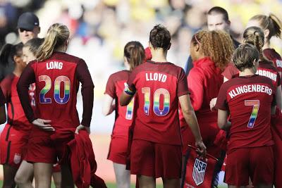 ΗΠΑ: Χριστιανή ποδοσφαιρίστρια της εθνικής ομάδας αρνήθηκε να φορέσει μπλούζα με τα χρώματα της σημαίας των ομοφυλόφιλων - Εικόνα1