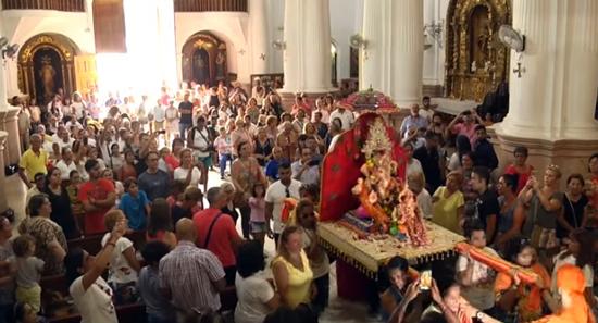 ΙΣΠΑΝΙΑ: Ινδουιστική θεότητα με μορφή ελέφαντα γίνεται δεκτή «με σεβασμό» σε καθολικό ναό - Εικόνα2