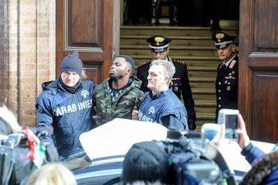 ΙΤΑΛΙΑ: Οργή για την φρικτή δολοφονία της 18χρονης Pamela Mastropietro και «ανησυχία» για το κύμα συμπάθειας προς τον Luca Traini - Εικόνα4