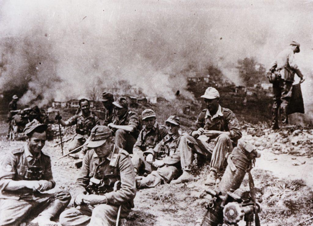 """ΚΑΛΑΒΡΥΤΑ 1943: Το μεγάλο έγκλημα των ναζί και οι """"Έλληνες"""" προδότες που συμμετείχαν στη σφαγή! - Εικόνα0"""