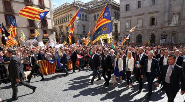 Η Καταλονία ξεκίνησε «αντάρτικο» ενάντια στην Μαδρίτη για τον έλεγχο της τοπικής αστυνομίας – Δείτε τι ζητούν οι Γερμανοί με τον Ζ.Κ.Γιούνκερ να ρίχνει «βόμβα» στο τραπέζι – Συγκλονιστικές εξελίξεις - Εικόνα1