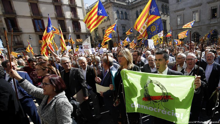 Η Καταλονία ξεκίνησε «αντάρτικο» ενάντια στην Μαδρίτη για τον έλεγχο της τοπικής αστυνομίας – Δείτε τι ζητούν οι Γερμανοί με τον Ζ.Κ.Γιούνκερ να ρίχνει «βόμβα» στο τραπέζι – Συγκλονιστικές εξελίξεις - Εικόνα3