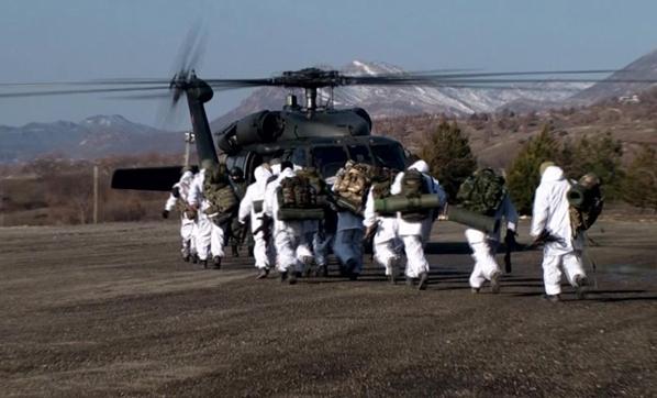 O κύβος ερρίφθη: Ετοιμάζονται για αεραπόβαση σε ελληνικό νησί – Εντατικές ασκήσεις των Τούρκων αλεξιπτωτιστών (εικόνες, βίντεο) - Εικόνα0