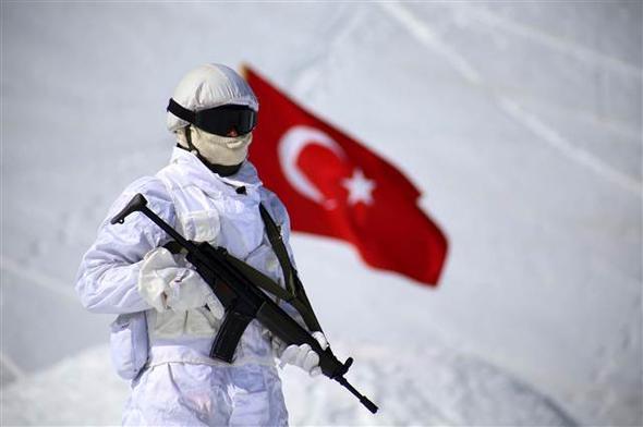 O κύβος ερρίφθη: Ετοιμάζονται για αεραπόβαση σε ελληνικό νησί – Εντατικές ασκήσεις των Τούρκων αλεξιπτωτιστών (εικόνες, βίντεο) - Εικόνα1