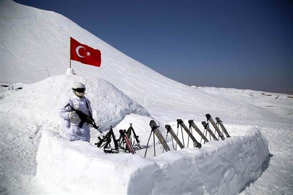 O κύβος ερρίφθη: Ετοιμάζονται για αεραπόβαση σε ελληνικό νησί – Εντατικές ασκήσεις των Τούρκων αλεξιπτωτιστών (εικόνες, βίντεο) - Εικόνα15