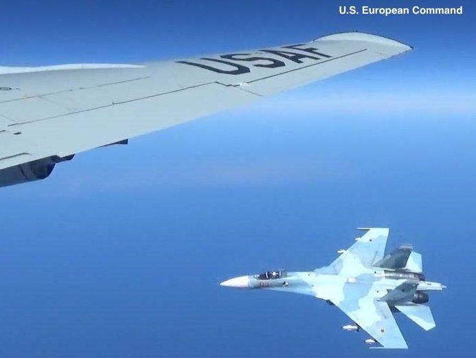 Κόλαση στη Βαλτική: Ρωσικό μαχητικό «κόλλησε» σε αμερικανικό αεροσκάφος και το πήγαινε… «καροτσάκι» – Ανεξέλεγκτη η κατάσταση με την κατάρριψη να είναι πιο κοντά από ποτέ (βίντεο, εικόνες) - Εικόνα0