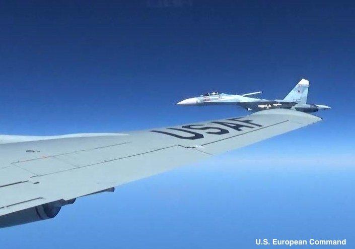 Κόλαση στη Βαλτική: Ρωσικό μαχητικό «κόλλησε» σε αμερικανικό αεροσκάφος και το πήγαινε… «καροτσάκι» – Ανεξέλεγκτη η κατάσταση με την κατάρριψη να είναι πιο κοντά από ποτέ (βίντεο, εικόνες) - Εικόνα1
