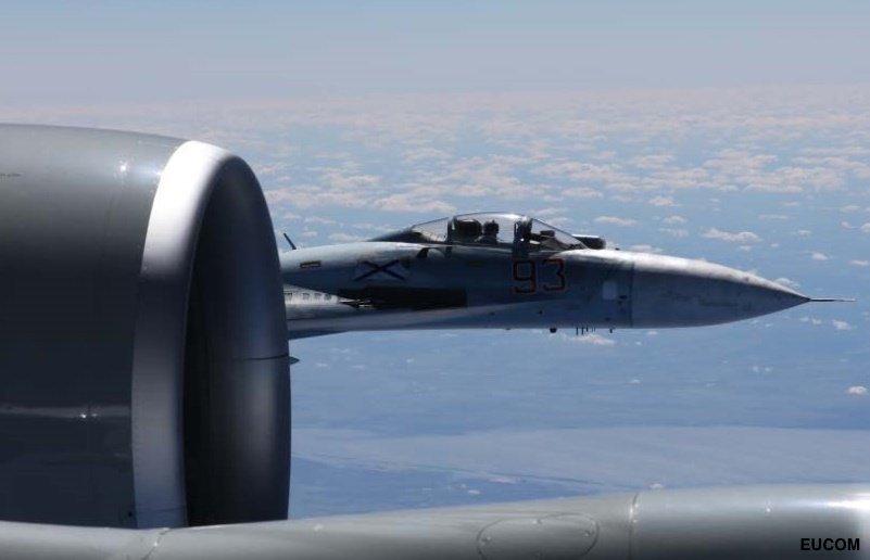 Κόλαση στη Βαλτική: Ρωσικό μαχητικό «κόλλησε» σε αμερικανικό αεροσκάφος και το πήγαινε… «καροτσάκι» – Ανεξέλεγκτη η κατάσταση με την κατάρριψη να είναι πιο κοντά από ποτέ (βίντεο, εικόνες) - Εικόνα2