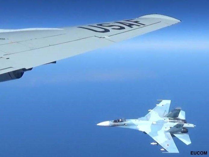 Κόλαση στη Βαλτική: Ρωσικό μαχητικό «κόλλησε» σε αμερικανικό αεροσκάφος και το πήγαινε… «καροτσάκι» – Ανεξέλεγκτη η κατάσταση με την κατάρριψη να είναι πιο κοντά από ποτέ (βίντεο, εικόνες) - Εικόνα3