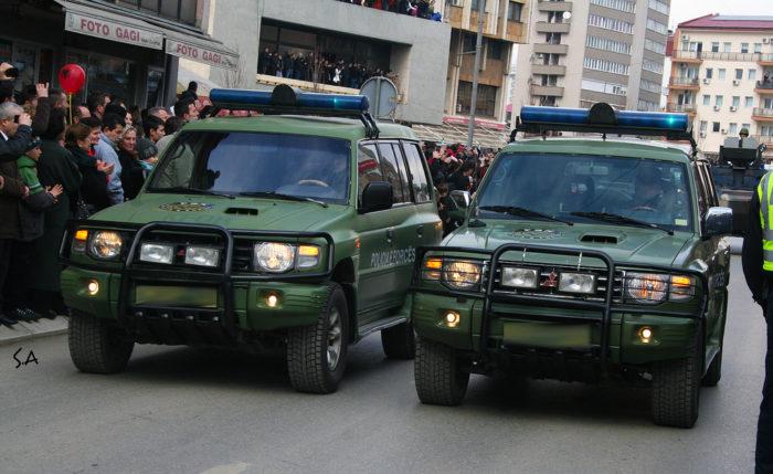 Κρίσιμες ώρες στην ΠΓΔΜ: Έζωσαν το κτίριο του κοινοβουλίου εκατοντάδες πάνοπλοι αστυνομικοί – Ξεκινάει το πιο «καυτό» βράδυ στην ιστορία των Σκοπίων - Εικόνα0