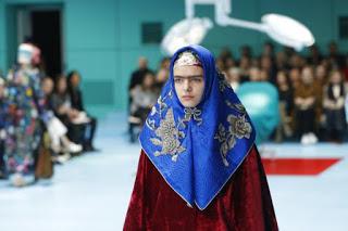Τι κρύβεται πίσω από την αλλόκοτη cyborg «επίδειξη μόδας» του οίκου Gucci; - Εικόνα4