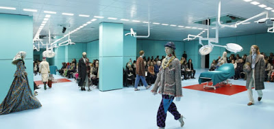 Τι κρύβεται πίσω από την αλλόκοτη cyborg «επίδειξη μόδας» του οίκου Gucci; - Εικόνα5