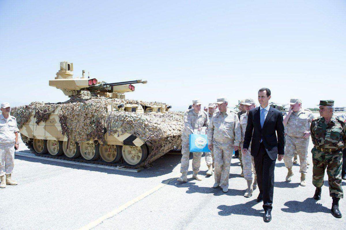 Ξεδιπλώνεται εφιαλτικό σενάριο στη Συρία: Οι ΗΠΑ ετοιμάζονται να κτυπήσουν με κρουζ και το Ισραήλ να εισβάλλει – Στην βάση Hmeymim, Μ.Ασαντ και Ρώσος Α/ΓΕΕΘΑ υποδέχτηκαν τον «Εξολοθρευτή» - Εικόνα13