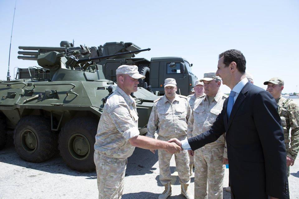 Ξεδιπλώνεται εφιαλτικό σενάριο στη Συρία: Οι ΗΠΑ ετοιμάζονται να κτυπήσουν με κρουζ και το Ισραήλ να εισβάλλει – Στην βάση Hmeymim, Μ.Ασαντ και Ρώσος Α/ΓΕΕΘΑ υποδέχτηκαν τον «Εξολοθρευτή» - Εικόνα14