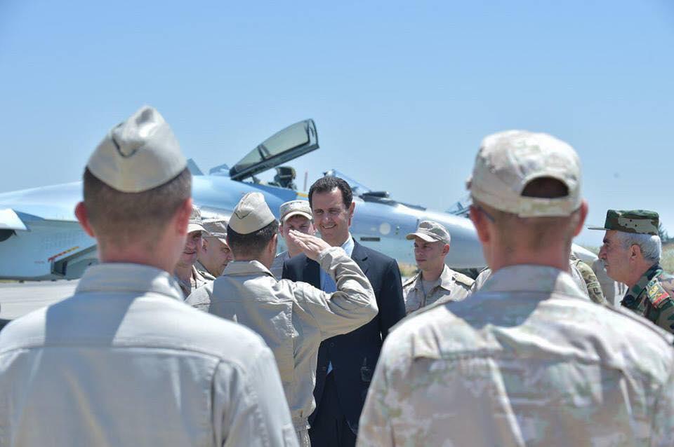 Ξεδιπλώνεται εφιαλτικό σενάριο στη Συρία: Οι ΗΠΑ ετοιμάζονται να κτυπήσουν με κρουζ και το Ισραήλ να εισβάλλει – Στην βάση Hmeymim, Μ.Ασαντ και Ρώσος Α/ΓΕΕΘΑ υποδέχτηκαν τον «Εξολοθρευτή» - Εικόνα23