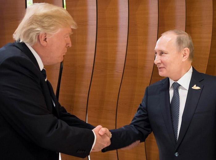 Ξεκίνησε η κρίσιμη συνάντηση Τραμπ-Πούτιν - Εικόνα 1