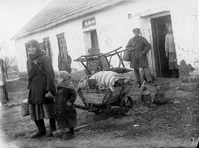 Το ξεχασμένο Ολοκαύτωμα: Πώς ο Στάλιν άφησε 4 εκατ. ανθρώπους να πεθάνουν από την πείνα - Εικόνα 0
