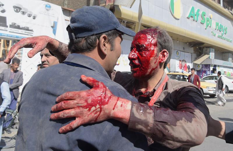 Μακελειό στην Καμπούλ: 80 νεκροί και 350 τραυματίες από έκρηξη παγιδευμένου οχήματος - Εικόνα 0