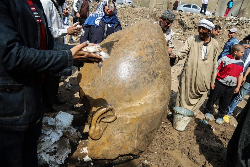 Μεγάλη ανακάλυψη: Στο «φως» κολοσσιαίο άγαλμα του Φαραώ Ραμσή Β' του Μέγα - Εικόνα 1