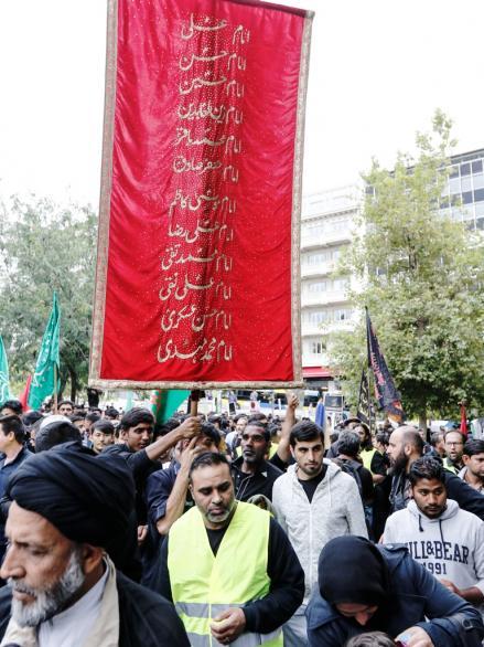Μουσουλμανική παρέλαση στην Αθήνα- Σημαίες του Ισλάμ ανέμισαν στην Ομόνοια (ΕΙΚΟΝΕΣ+ ΒΙΝΤΕΟ) - Εικόνα5