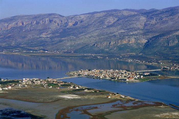 Ομορφιά βγαλμένη από καρτ ποστάλ: Αυτή είναι η μικρή Βενετία της Ελλάδας - Εικόνα10