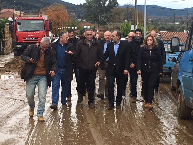 Οργή κατά Σκουρλέτη στο Αγρίνιο για τις πλημμύρες: Ντροπή σας! - Εικόνα 0