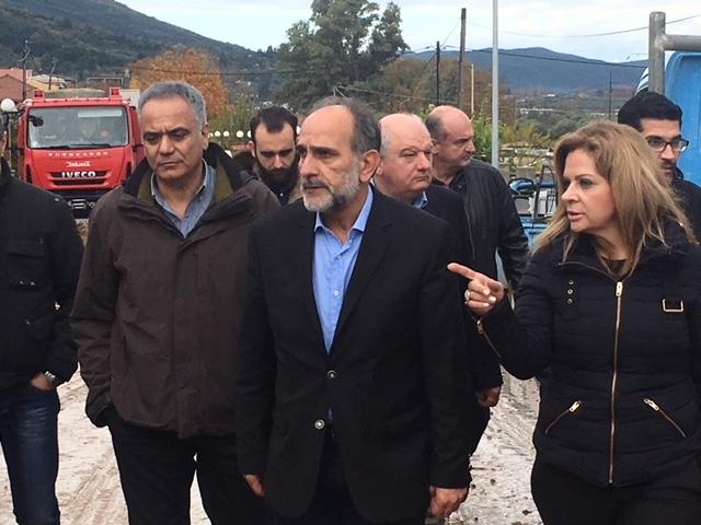 Οργή κατά Σκουρλέτη στο Αγρίνιο για τις πλημμύρες: Ντροπή σας! - Εικόνα 1
