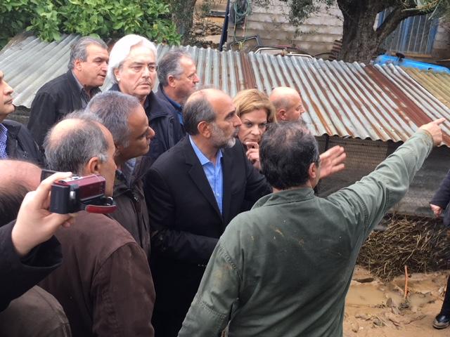 Οργή κατά Σκουρλέτη στο Αγρίνιο για τις πλημμύρες: Ντροπή σας! - Εικόνα 3