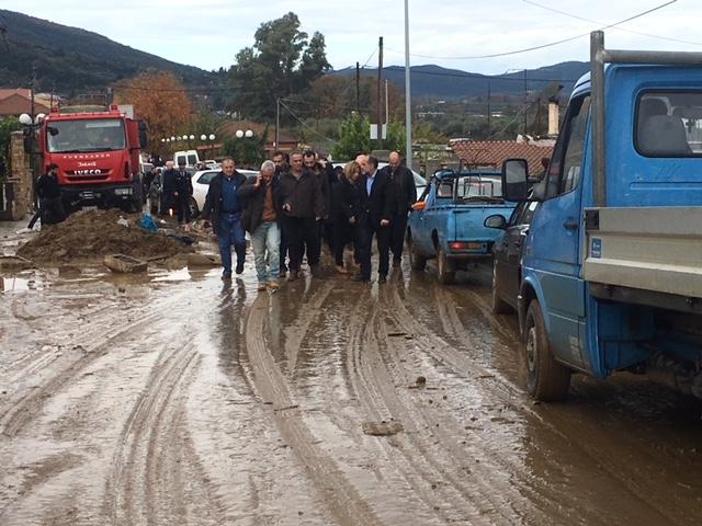 Οργή κατά Σκουρλέτη στο Αγρίνιο για τις πλημμύρες: Ντροπή σας! - Εικόνα 4