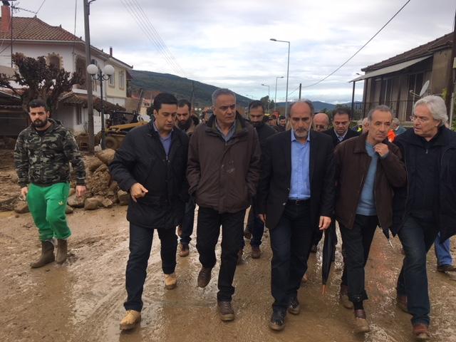 Οργή κατά Σκουρλέτη στο Αγρίνιο για τις πλημμύρες: Ντροπή σας! - Εικόνα 5