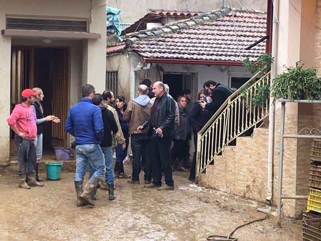 Οργή κατά Σκουρλέτη στο Αγρίνιο για τις πλημμύρες: Ντροπή σας! - Εικόνα 6