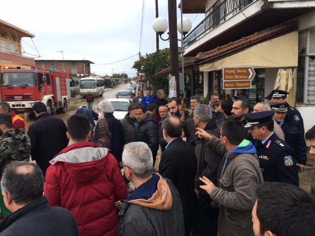 Οργή κατά Σκουρλέτη στο Αγρίνιο για τις πλημμύρες: Ντροπή σας! - Εικόνα 7