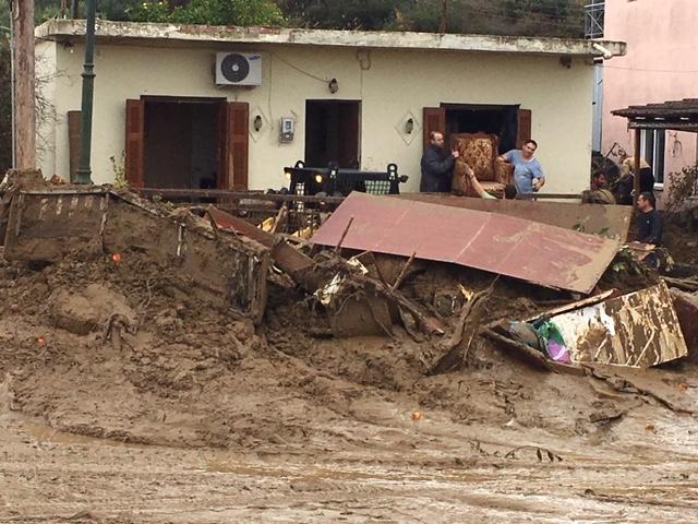 Οργή κατά Σκουρλέτη στο Αγρίνιο για τις πλημμύρες: Ντροπή σας! - Εικόνα 9