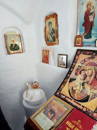 Οταν η πίστη κάνει θαύματα -Το συγκλονιστικό παρεκκλήσι προς τιμήν του Αγίου Παϊσίου στο εσωτερικό μιας βελανιδιάς και ο ρωσικός ορθόδοξος ναός «Ιγκλού» - Εικόνα7