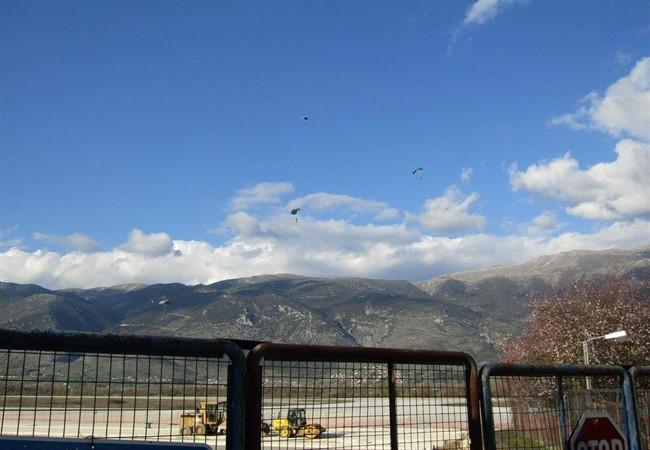 Ο ουρανός των Ιωαννίνων γέμισε με αλεξιπτωτιστές των Ειδικών Δυνάμεων [εικόνες & βίντεο] - Εικόνα5
