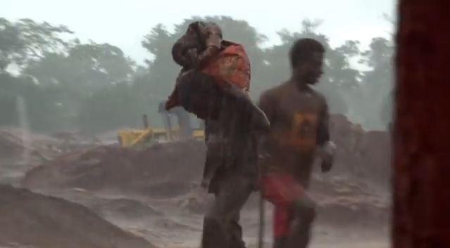 Παιδάκια επτά χρονών σκλάβοι στα «ορυχεία των smartphones» - Εικόνα0